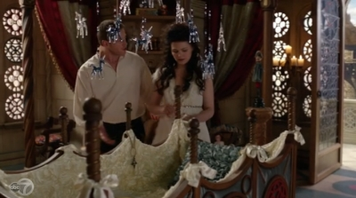 Pilot episode Once Upon a Time glass mobile nursery
