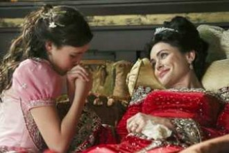 Once Upon a Time Bailee Madison and Rena Sofer in 2x15 The Queen is Dead