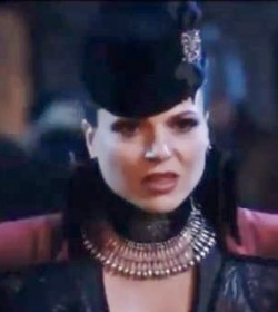Regina wears another great costume in episode 2x20 The Evil Queen