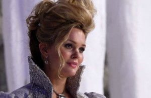 Sunny Mabrey as Glinda, the Good Witch, in A Curious Thing, aired 4/27/14